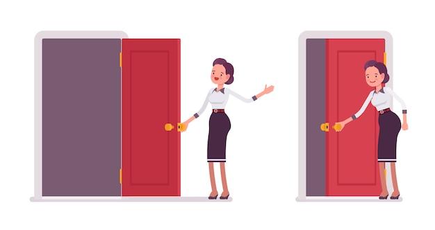Zestaw młodej atrakcyjnej sekretarki otwierającej i zamykającej drzwi