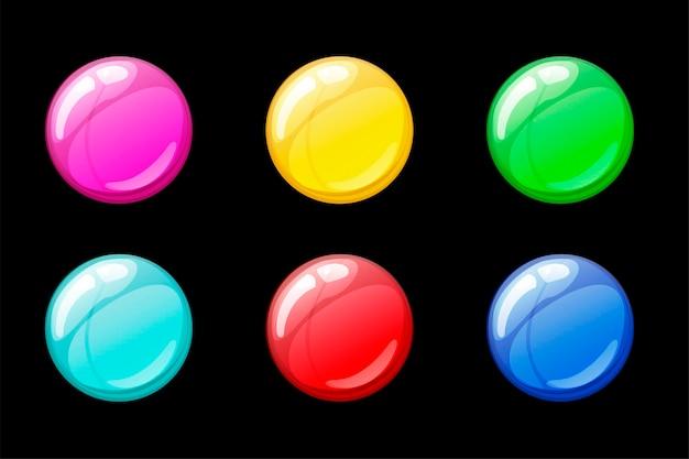 Zestaw na białym tle wielobarwny jasne bańki mydlane. kolekcja kolorowych bąbelków do gry.