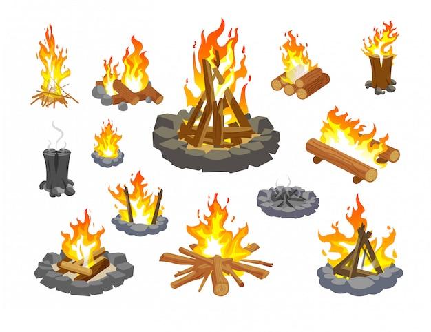 Zestaw na ognisko. kolekcja płomień ognia na białym tle kreskówka. leśne ognisko z płonącym i dymiącym drewnem. drewno opałowe ognisko wektor