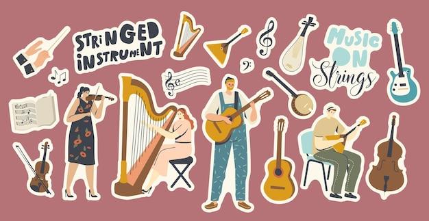 Zestaw naklejek motyw instrumentów strunowych. postacie muzyków grających muzykę na skrzypcach, harfie, gitarze lub bałałajce, koncert orkiestry artystycznej, występ ludowy. ilustracja wektorowa kreskówka ludzie