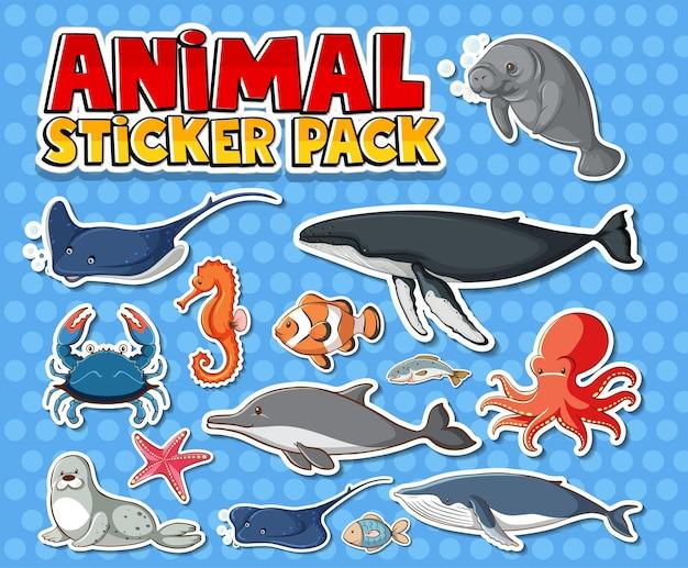 Zestaw naklejek ze zwierzętami morskimi na białym tle