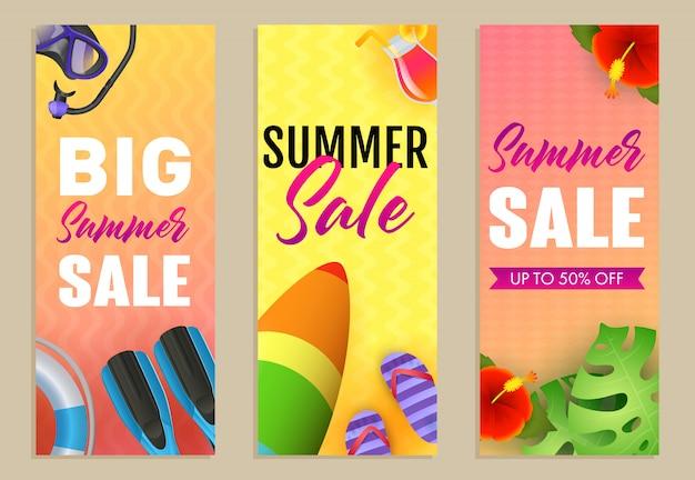 Zestaw napisów big summer sale, deska surfingowa i płetwy