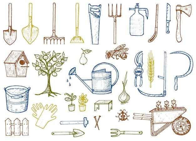 Zestaw narzędzi ogrodniczych lub przedmiotów. bęben na wąż, widelec, szpadel, grabie, motyka, trug, wózek, kosiarka, kolekcja elementów.