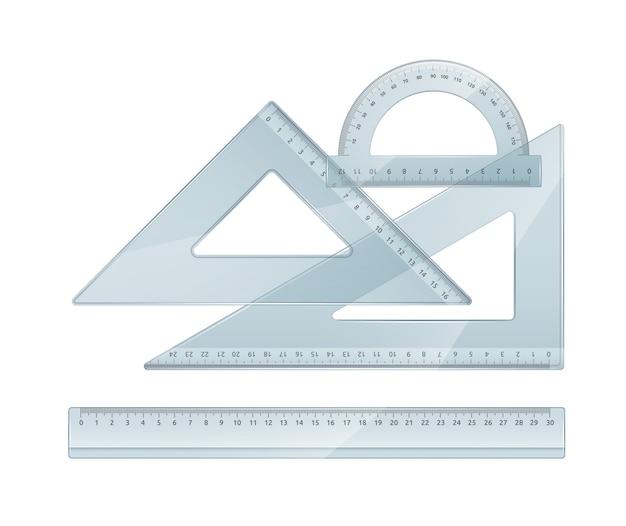 Zestaw narzędzi pomiarowych: linijki, trójkąty, kątomierz. plastikowe linijki szkolne. na białym tle