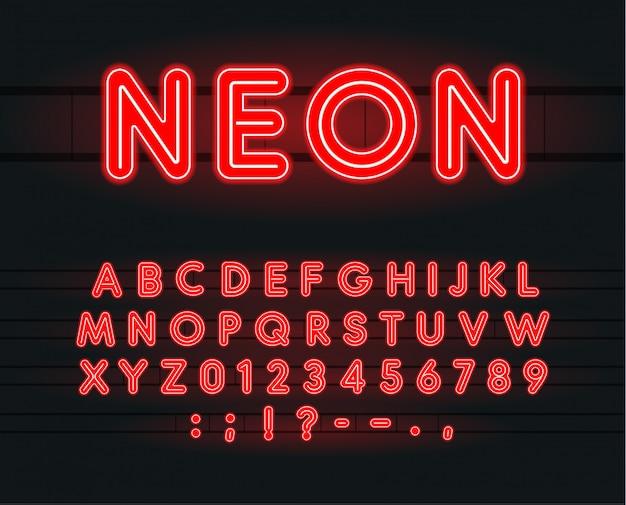 Zestaw neonowych liter, cyfr i znaków.