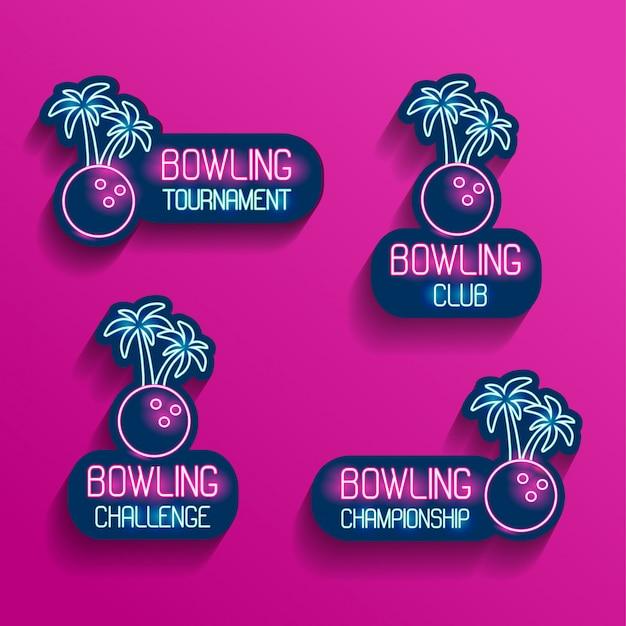 Zestaw neonowych logo w różowo-niebieskich kolorach ze spadającymi cieniami. kolekcja 4 ilustracji wektorowych do kręgli tropikalnych na turniej, wyzwanie, mistrzostwa, klub z kulą do kręgli i palmami.