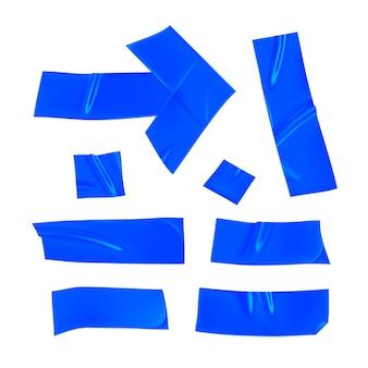 Zestaw niebieskiej taśmy klejącej. realistyczne kawałki niebieskiej taśmy klejącej do mocowania na białym tle. klej i strzała klejone. realistyczna 3d ilustracja