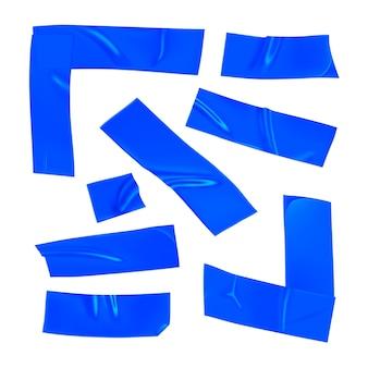 Zestaw niebieskiej taśmy klejącej. realistyczne kawałki niebieskiej taśmy klejącej do mocowania na białym tle. narożnik samoprzylepny i papier klejony. realistyczna 3d ilustracja