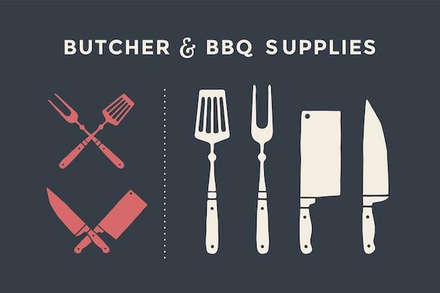 Zestaw noży i widelców do krojenia mięsa. artykuły dla rzeźnika i grilla. plakatowy nóż do mięsa, tasak, szef kuchni i widelec do grilla. zestaw noży do mięsa rzeźniczego do sklepu mięsnego i projektowania motywów rzeźniczych.