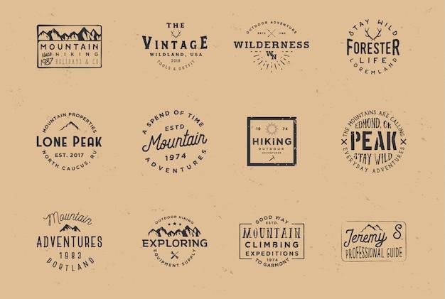 Zestaw odznak o tematyce górskiej, etykiety przygodowe w stylu vintage z efektem grunge.