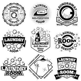 Zestaw odznak pralni. z bąbelkami, pralką, detergentem itp