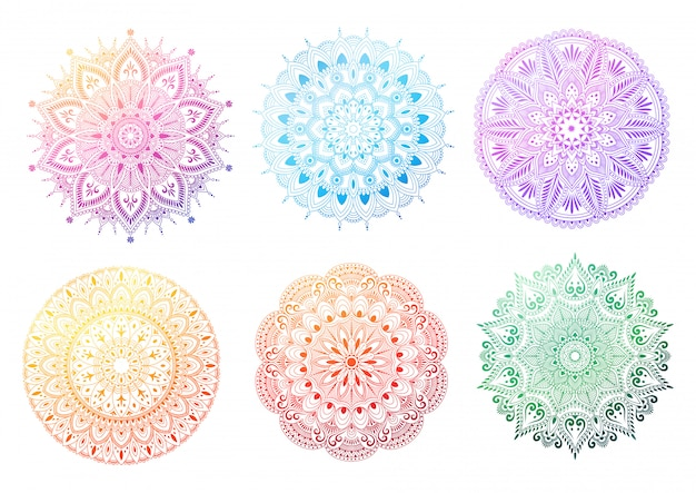 Zestaw okrągły gradientu mandali na białym tle. mandala z kwiatowymi wzorami. ilustracja