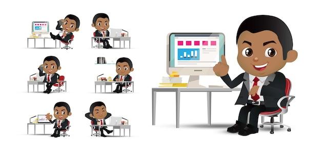 Zestaw osób biznesu, biznesmeni siedzący przed jego stołem