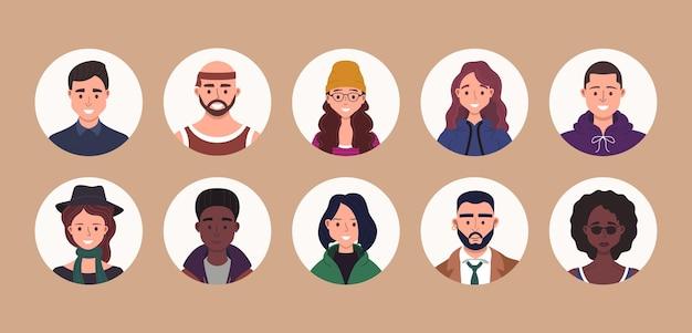 Zestaw paczek awatarów osób. portrety użytkowników. ikony różnych ludzkiej twarzy. postacie męskie i żeńskie.