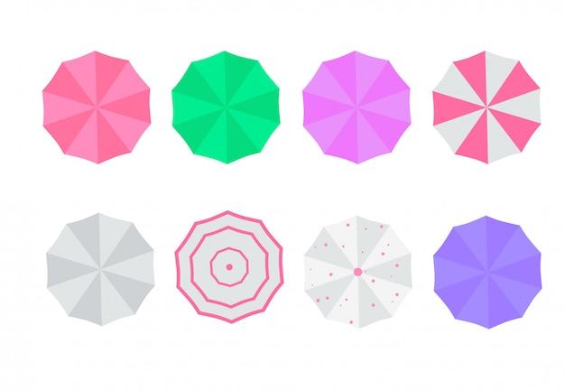 Zestaw parasoli plażowych. widok z góry, paski. ilustracja parasole plażowe. na białym tle dla wszystkich środowisk.