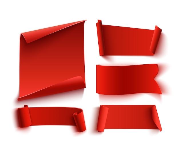 Zestaw pięciu czerwonych, realistycznych, papierowych banerów.