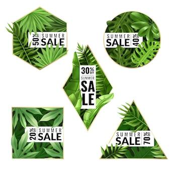 Zestaw pięciu tropikalnych liściastych emblematów na temat letnich wyprzedaży i rabatów