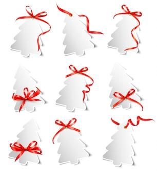 Zestaw pięknych kart podarunkowych z czerwonymi kokardkami ze wstążkami