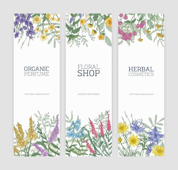 Zestaw pionowych banerów ozdobionych kwitnącymi dzikimi kwiatami, pięknymi ziołami łąkowymi i miejscem na tekst na białym tle