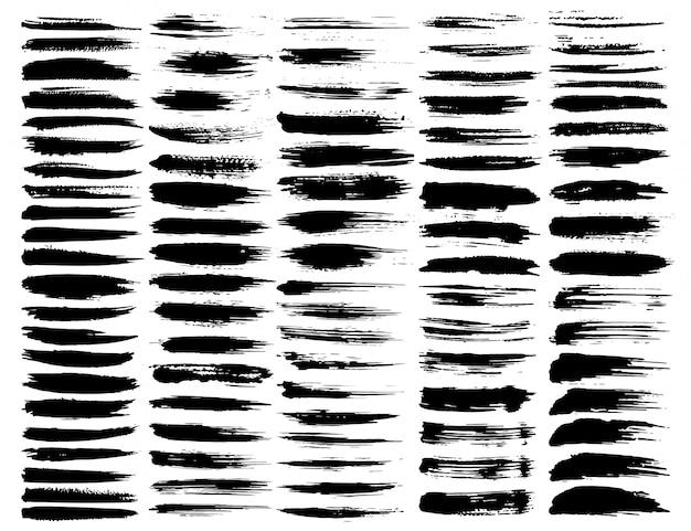 Zestaw pociągnięć pędzlem, pociągnięcia pędzlem grunge czarny atrament. ilustracji wektorowych.
