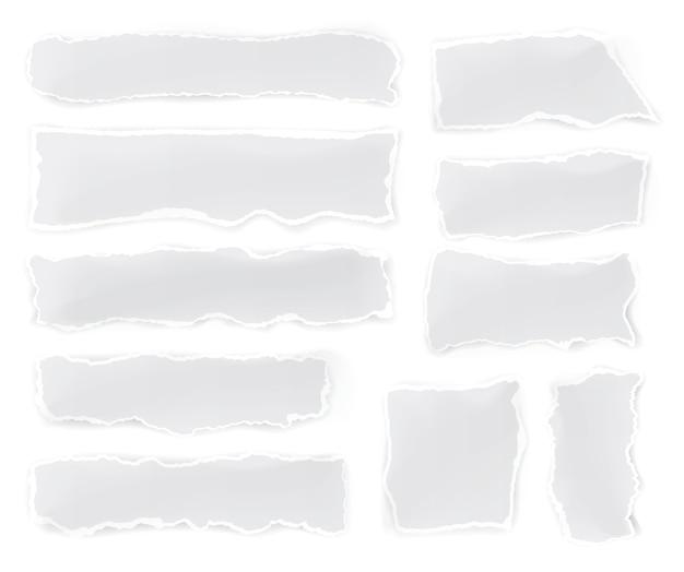 Zestaw podartych kawałków papieru na białym tle