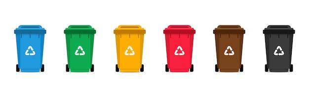 Zestaw pojemników na śmieci. kolorowe kosze z ikoną recyklingu.