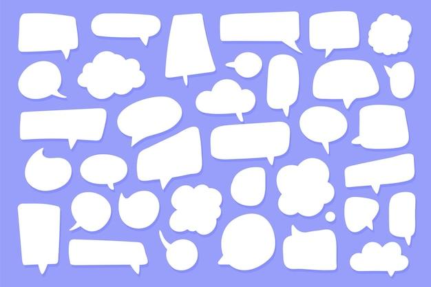Zestaw pól dymków dla okien dialogowych. dialog kreskówka na białym tle na tle
