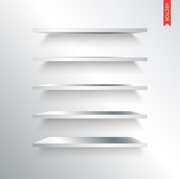 Zestaw półek metalowych lub stalowych na białym tle na tle ściany