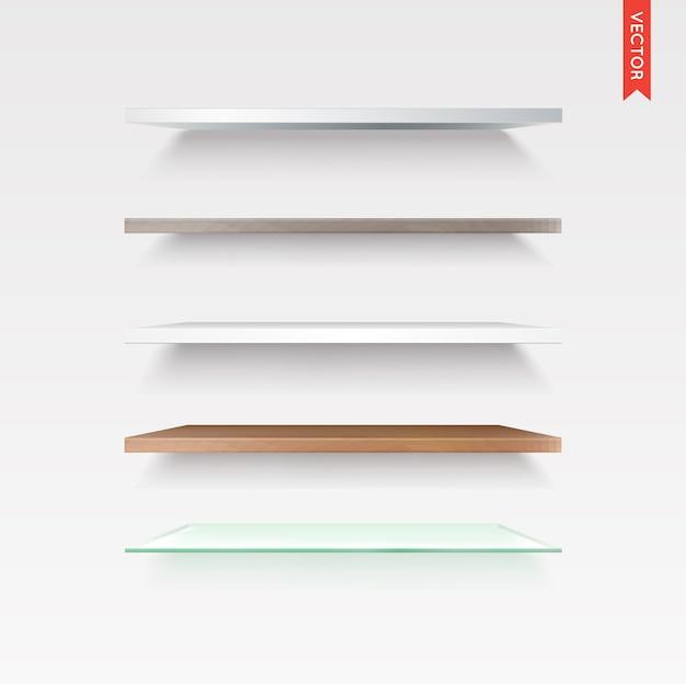 Zestaw półek szklanych, drewnianych, plastikowych, metalowych na białym tle na tle ściany