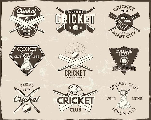 Zestaw projektów logo szablonów sportu retro krykieta. używaj jako ikon, odznak, etykiet, emblematów lub druku. mistrzostwa sportowe ilustracji wektorowych. na białym tle na tle porysowany.