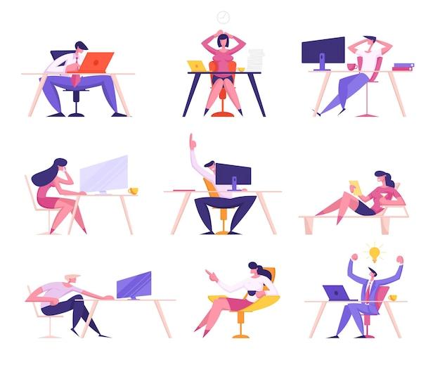 Zestaw przedsiębiorców siedzi w miejscach pracy w biurze