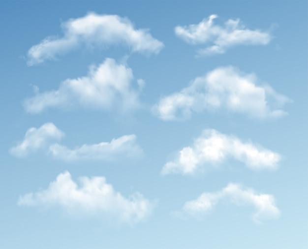 Zestaw przejrzystych różnych chmur na niebieskim tle. prawdziwy efekt przezroczystości.