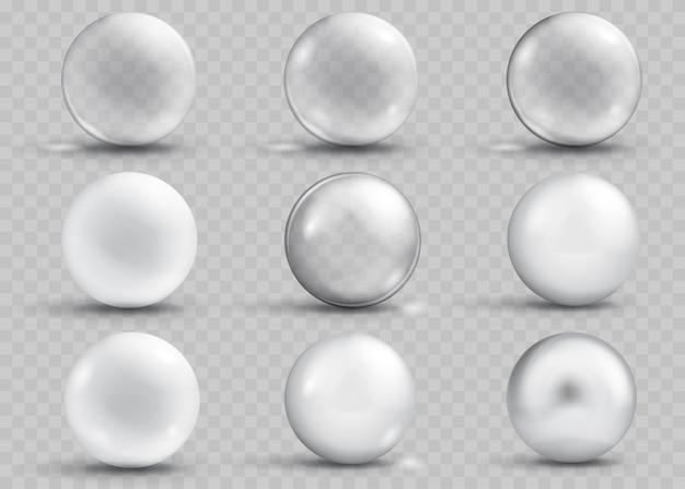 Zestaw przezroczystych i nieprzezroczystych szarych kulek z cieniami i odblaskami na przezroczystym