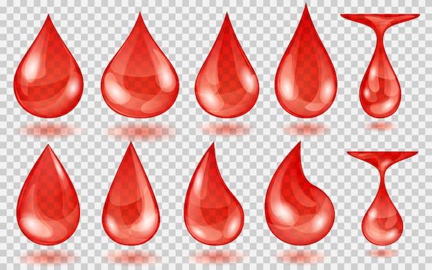 Zestaw przezroczystych kropli wody w czerwonych kolorach w różnych kształtach, na przezroczystym tle. przezroczystość tylko w formacie wektorowym