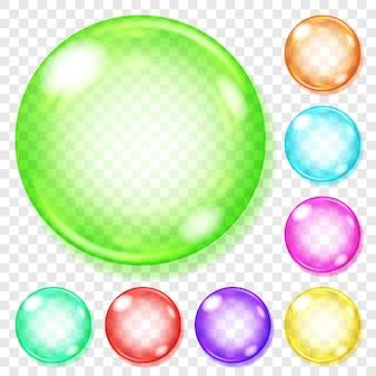 Zestaw przezroczystych szklanych kulek w różnych kolorach z odblaskami i cieniami