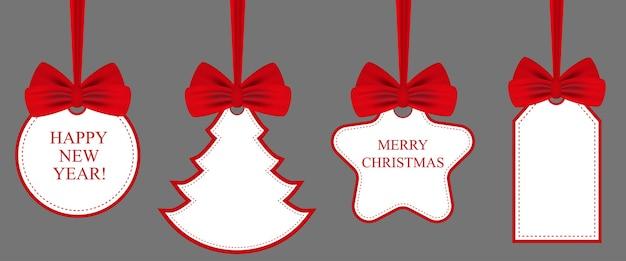Zestaw przywieszek prezentowych z czerwonymi kokardkami. świąteczny zestaw świąteczny i nowy rok