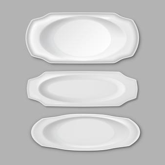 Zestaw pustych białych płytek ceramicznych różnych długich ryb, na białym tle na szarym tle