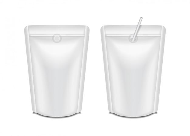 Zestaw pustych opakowań mleka lub soku w folii. opakowanie typu saszetka typu saszetka do znakowania