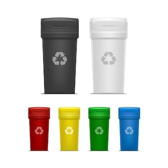 Zestaw pustych pojemników na śmieci i śmieci