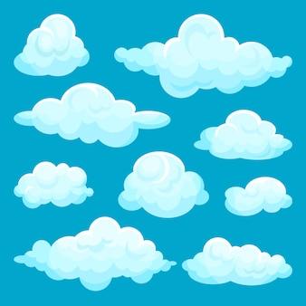 Zestaw puszystych chmur. elementy nieba i pogody. kreskówka do gry mobilnej, książki dla dzieci lub karty z pozdrowieniami