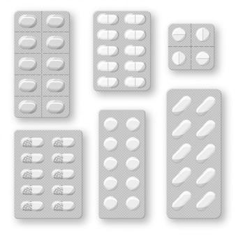 Zestaw realistycznych blistrów tabletek z tabletkami i kapsułkami. plastikowe opakowanie z lekami. na białym tle.