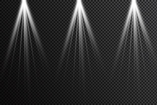 Zestaw realistycznych jasnych projektorów do oświetlenia sceny na białym tle w kratkę. kolekcja specjalnych efektów świetlnych.