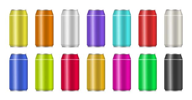Zestaw realistycznych kolorowych aluminiowych puszek po napojach. puszka aluminiowa z sodą lub sokiem na przezroczystym tle do reklamy.