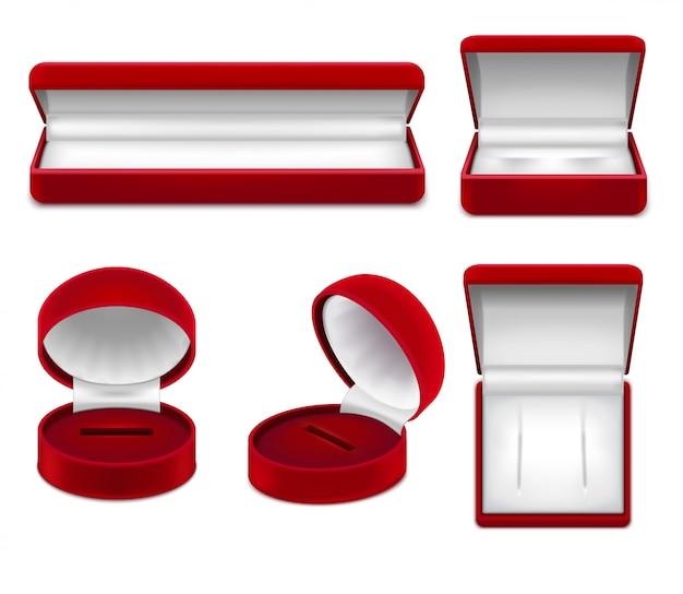 Zestaw realistycznych otwartych czerwonych pudełek z biżuterią na naszyjniki bransoletki lub kolczyki na białym tle