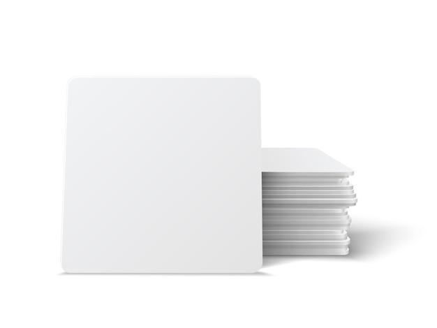 Zestaw realistycznych podstawek kwadratowych. kwadratowy beermat, bierdeckel na białym tle na białym tle z cieniem.