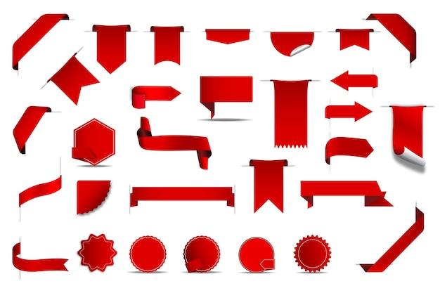 Zestaw realistycznych tagów etykiet. kolekcja wstążek cenowych w stylu realizmu z czerwonymi flagami marketingu detalicznego najlepsze oferty szablony emblematów. ilustracja naklejek sprzedaży reklamy na zakupy.