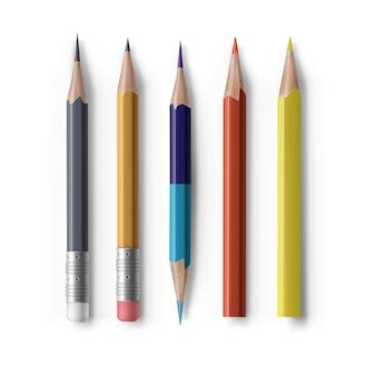 Zestaw realistycznych zaostrzonych krótkich różnych ołówków z gumką, dwustronny, sześciokątny w przekroju i trójkąt na białym tle