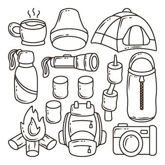Zestaw ręcznie rysowane kawaii camping kreskówka doodle kolorowanki