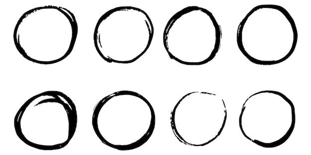 Zestaw ręcznie rysowane wektor doodle koło szkic linii na białym tle.