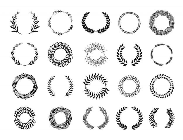 Zestaw różnych greckich wieńców z okrągłych gałęzi